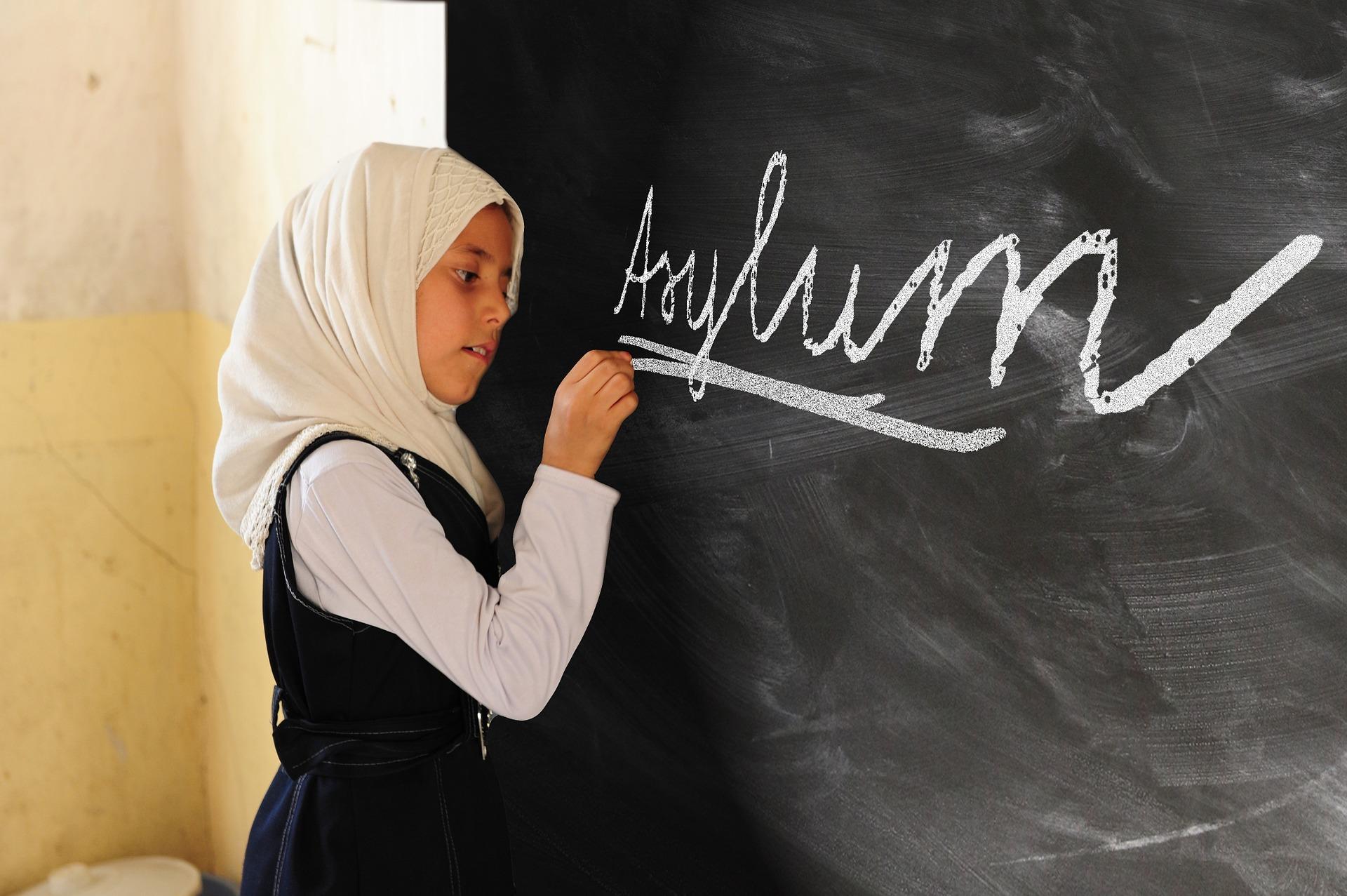 girl migrants muslim
