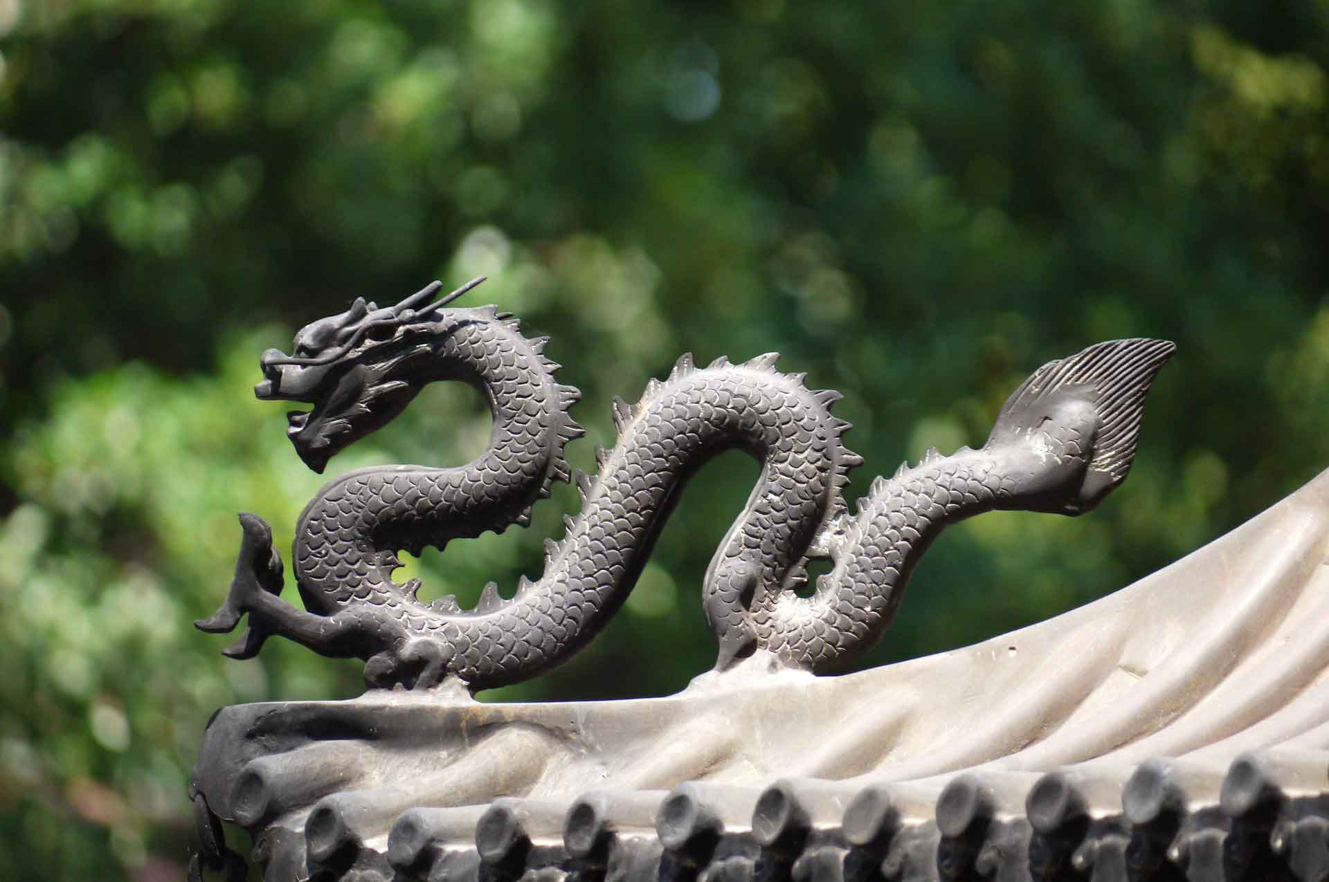 China dragon Tourism monument
