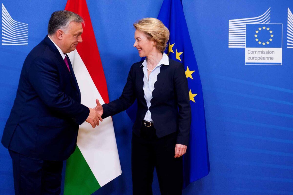 Handshake between Viktor Orbán, on the left, and Ursula von der Leyen