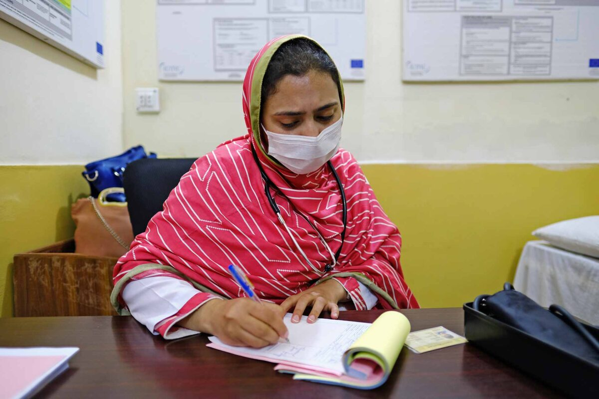 Doctor at Afghan refugee camps - people of Afghanistan
