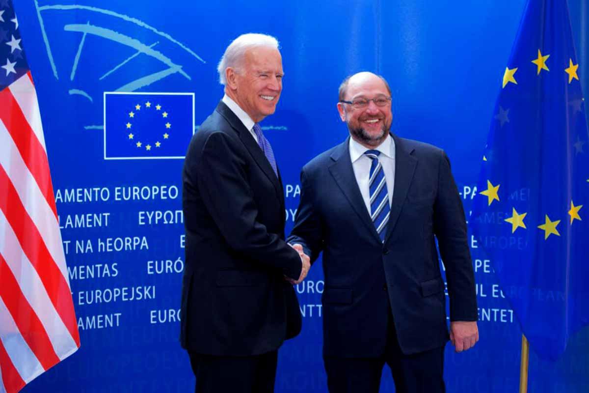 Joe Biden and Martin Schulz in Brussels 2015