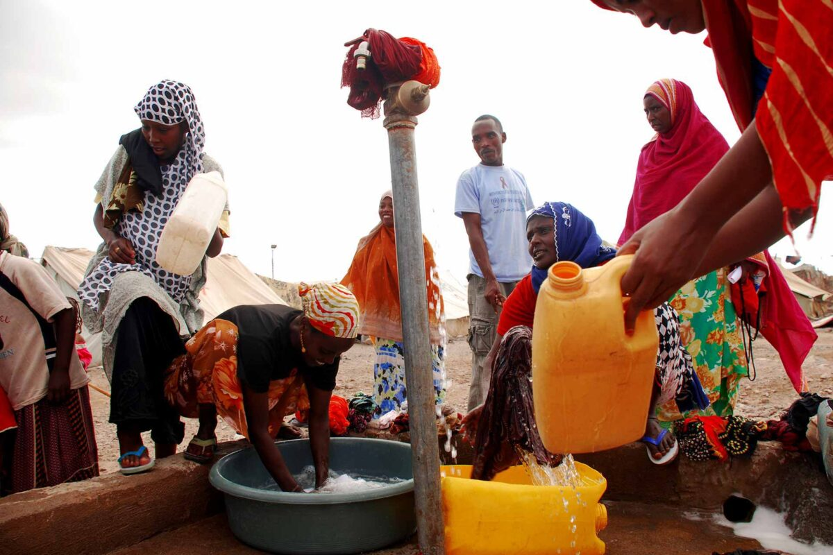 Somali refugees using a water standpipe