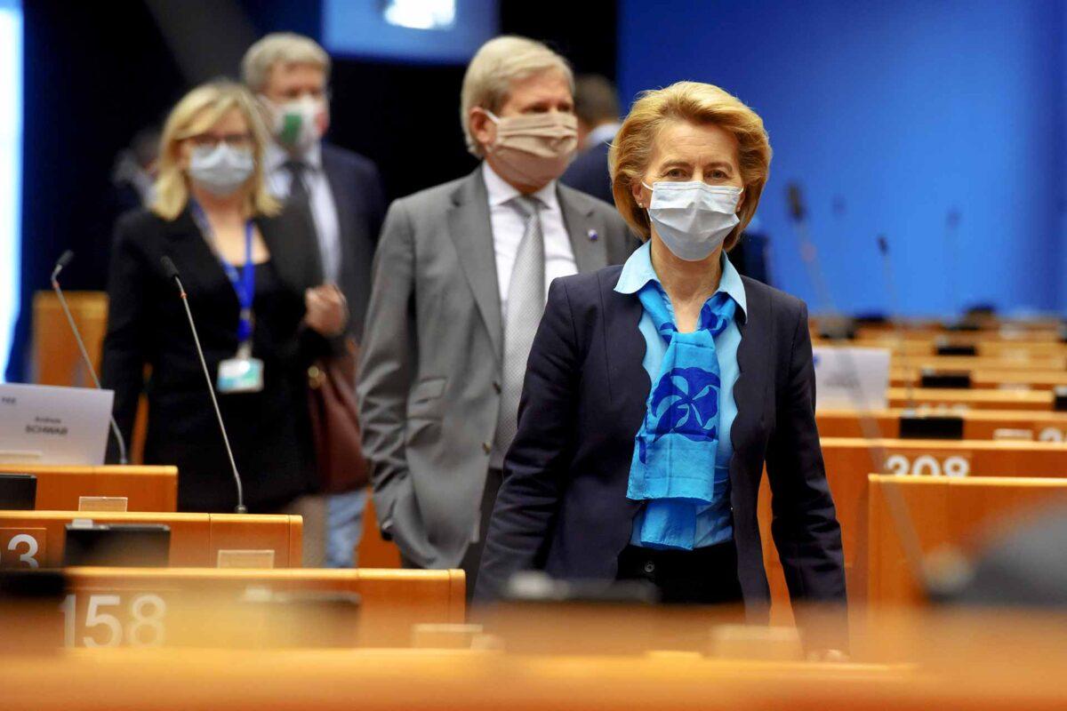Ursula von der Leyen wearing a face mask