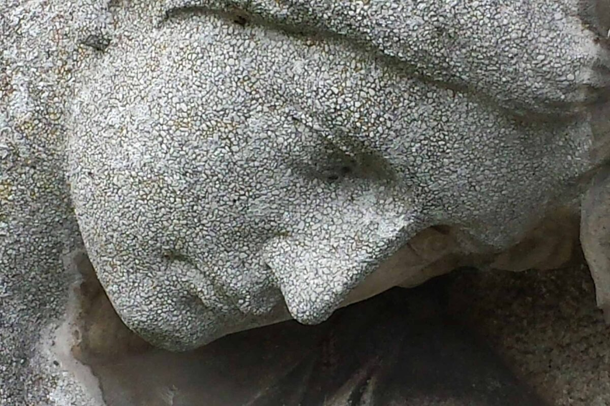 sculpture woman cry