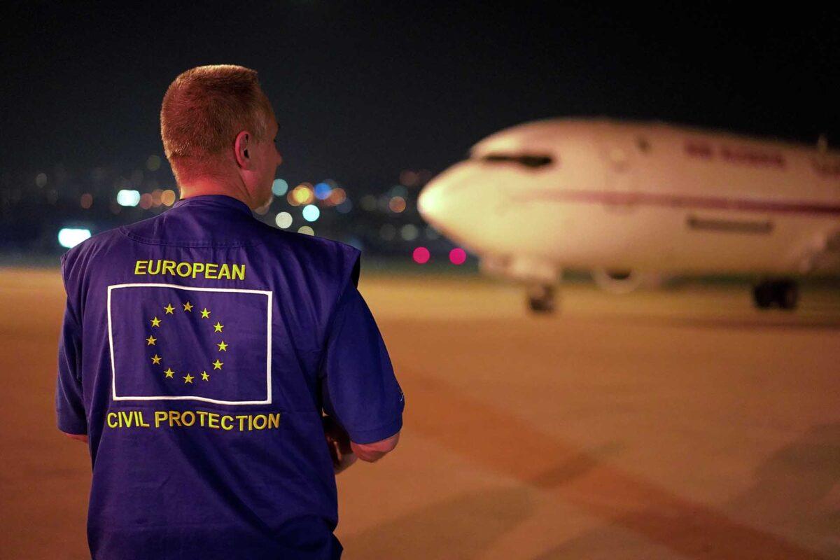 ECHO team member works for the humanitarian air bridge