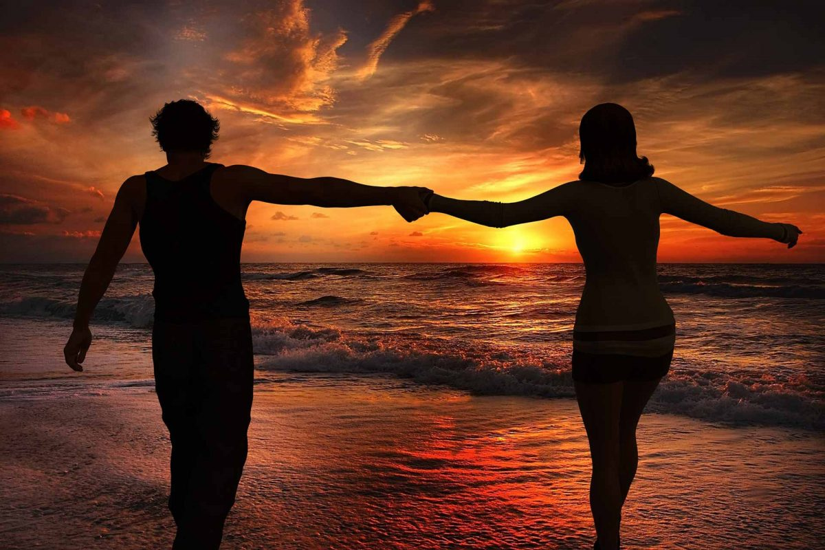 sunset-Summer holidays couple beach